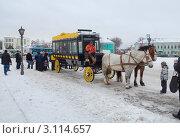 Купить «Туристические развлечение - катание на конном омнибусе», фото № 3114657, снято 4 января 2012 г. (c) Алексей Пантелеев / Фотобанк Лори