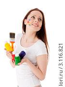 Купить «Молодая женщина с красками и кистью на белом фоне. Дизайнер интерьера.», фото № 3116821, снято 17 мая 2011 г. (c) Мельников Дмитрий / Фотобанк Лори