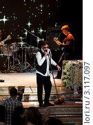 Купить «Григорий Лепс. Концерт», эксклюзивное фото № 3117097, снято 12 ноября 2011 г. (c) Татьяна Белова / Фотобанк Лори