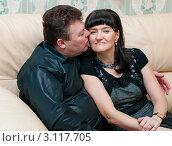 Купить «Счастливая пара. Мужчина целует женщину», эксклюзивное фото № 3117705, снято 1 января 2012 г. (c) Игорь Низов / Фотобанк Лори