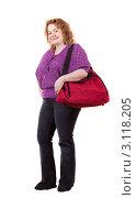 Полная женщина в джинсах с красной сумкой на белом фоне. Стоковое фото, фотограф Яков Филимонов / Фотобанк Лори