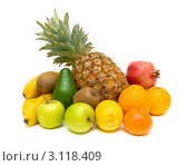Купить «Различные фрукты на белом фоне», фото № 3118409, снято 26 декабря 2011 г. (c) Ласточкин Евгений / Фотобанк Лори