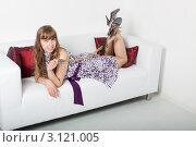 Купить «Молодая женщина с плеткой в руках лежит на диване», фото № 3121005, снято 5 июня 2011 г. (c) Сергей Дубров / Фотобанк Лори