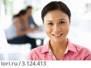 Купить «Улыбающаяся деловая женщина в офисе», фото № 3124413, снято 28 февраля 2011 г. (c) Monkey Business Images / Фотобанк Лори