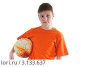Мальчик с футбольным мячом. Стоковое фото, фотограф Владимир Одегов / Фотобанк Лори