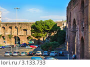 Рим, Италия. Улицы древнего города. Часть стены и одни из сохранившихся ворота Porta (2008 год). Редакционное фото, фотограф ElenArt / Фотобанк Лори