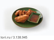 Курица по китайски с соусом.белый фон. Стоковое фото, фотограф Дина Гордиенко / Фотобанк Лори