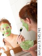 Купить «Портрет молодой женщины перед зеркалом, нанесение зеленой косметической маски для лица», фото № 3145741, снято 20 марта 2009 г. (c) CandyBox Images / Фотобанк Лори