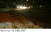 Городская зимняя дорога ночью. Стоковое видео, видеограф Владимир Никулин / Фотобанк Лори
