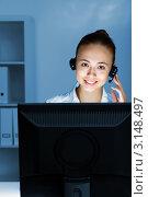 Купить «Деловая женщина в гарнитуре сидит в офисе перед монитором», фото № 3148497, снято 23 сентября 2018 г. (c) Sergey Nivens / Фотобанк Лори