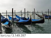 Гондолы на воде, Венеция (2011 год). Стоковое фото, фотограф Серебрякова Анастасия / Фотобанк Лори