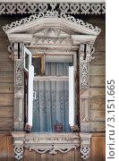 Купить «Открытое окно с резными наличниками в старом деревянном доме», фото № 3151665, снято 15 августа 2011 г. (c) Виктор Сагайдашин / Фотобанк Лори