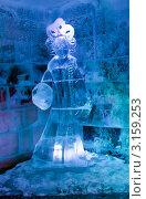 Купить «Ледяная комната в тереме Снегурочки, девица в инее», фото № 3159253, снято 17 января 2012 г. (c) ElenArt / Фотобанк Лори
