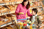 Портрет мамы с сыном в магазине, тележка с продуктами, фото № 3164157, снято 15 мая 2009 г. (c) CandyBox Images / Фотобанк Лори