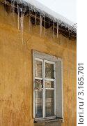 Купить «Старое деревянное окно в стене старого оштукатуренного дома», эксклюзивное фото № 3165701, снято 20 января 2012 г. (c) Родион Власов / Фотобанк Лори