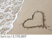 Рисунок сердца на песке. Стоковое фото, фотограф Анна Лисовская / Фотобанк Лори