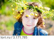 Девочка в венке из цветов. Стоковое фото, фотограф Юлия Кочетова / Фотобанк Лори