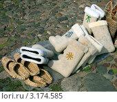 Купить «Валенки и лапти. Суздальская ярмарка», фото № 3174585, снято 14 июля 2007 г. (c) Виктория Кучугурова / Фотобанк Лори