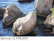 Большие камни в море. Стоковое фото, фотограф Дмитрий Романенко / Фотобанк Лори