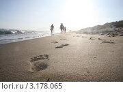 Следы на песке. Стоковое фото, фотограф Дмитрий Романенко / Фотобанк Лори