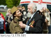 Купить «Девушка танцует с ветераном», фото № 3179181, снято 9 мая 2011 г. (c) Михаил Ворожцов / Фотобанк Лори