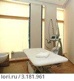 Купить «Косметический кабинет», фото № 3181961, снято 23 июля 2005 г. (c) Юлий Шик / Фотобанк Лори