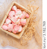 Купить «Сладкие сердечки в коробке», фото № 3182769, снято 24 мая 2019 г. (c) valentina vasilieva / Фотобанк Лори