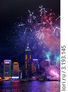 Купить «Праздничный салют над небоскребами в лунный Новый год по восточному календарю. Бухта Виктория. Гонконг», фото № 3193145, снято 24 января 2012 г. (c) Ольга Липунова / Фотобанк Лори