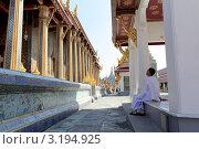 В храме в Бангкоке (2011 год). Редакционное фото, фотограф Диана Карлова / Фотобанк Лори