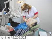 Купить «Стоматолог за работой», фото № 3205321, снято 18 января 2011 г. (c) Татьяна Юни / Фотобанк Лори