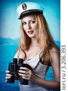 Купить «Портрет сексуальной женщины в фуражке капитана, держащей бинокль на фоне морского пейзажа», фото № 3206393, снято 16 ноября 2019 г. (c) katalinks / Фотобанк Лори