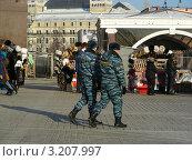 Купить «Москва. Полицейские на Манежной площади», эксклюзивное фото № 3207997, снято 30 января 2012 г. (c) lana1501 / Фотобанк Лори