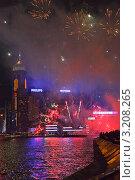 Купить «Праздничный Салют над небоскребами в Лунный Новый Год по восточному календарю. Бухта Виктория. Гонконг», фото № 3208265, снято 24 января 2012 г. (c) Ольга Липунова / Фотобанк Лори