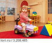 Купить «Ребенок в яслях (1,9 г)», фото № 3208485, снято 18 января 2012 г. (c) Охотникова Екатерина *Фототуристы* / Фотобанк Лори