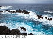 Купить «Фантастический цвет воды штормящего Атлантического океана», фото № 3208557, снято 25 декабря 2011 г. (c) Виктория Катьянова / Фотобанк Лори