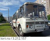 Купить «Автобус ПАЗ», эксклюзивное фото № 3212157, снято 7 июня 2011 г. (c) Володина Ольга / Фотобанк Лори