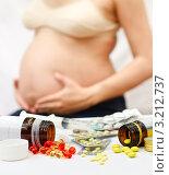 Купить «Беременность и лекарственные препараты», фото № 3212737, снято 29 июня 2008 г. (c) Дмитрий Наумов / Фотобанк Лори
