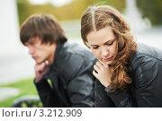 Купить «Молодая пара в ссоре», фото № 3212909, снято 9 ноября 2018 г. (c) Дмитрий Калиновский / Фотобанк Лори