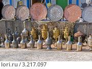 Купить «Старая металлическая кавказская посуда и самовары на продаже», фото № 3217097, снято 29 января 2012 г. (c) Nikolay Sukhorukov / Фотобанк Лори