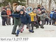 Купить «Масленица в школе: перетягивание каната», фото № 3217197, снято 5 марта 2011 г. (c) Elena Litvinova / Фотобанк Лори