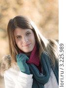 Купить «Портрет симпатичной девушки в зимней одежде на природе», фото № 3225989, снято 27 октября 2010 г. (c) CandyBox Images / Фотобанк Лори