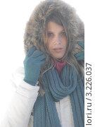 Купить «Портрет стильной девушки в зимней одежде в туманное утро», фото № 3226037, снято 27 октября 2010 г. (c) CandyBox Images / Фотобанк Лори