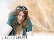Купить «Стильная девушка в зимней одежде на открытом воздухе», фото № 3226061, снято 27 октября 2010 г. (c) CandyBox Images / Фотобанк Лори