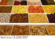 Купить «Орехи и сухофрукты на рынке Фуншала», фото № 3230597, снято 27 декабря 2011 г. (c) Виктория Катьянова / Фотобанк Лори