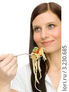 Купить «Девушка ест вкусную пасту», фото № 3230685, снято 4 февраля 2011 г. (c) CandyBox Images / Фотобанк Лори