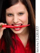 Купить «Страстная девушка кусает перец чили», фото № 3230877, снято 4 февраля 2011 г. (c) CandyBox Images / Фотобанк Лори