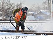 Купить «Ведутся работы по очистке железнодорожных путей от снега», эксклюзивное фото № 3231777, снято 7 февраля 2012 г. (c) Елена Коромыслова / Фотобанк Лори