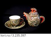 Купить «Чайник с чашкой на чёрном фоне», фото № 3235397, снято 2 марта 2007 г. (c) Илья Садовский / Фотобанк Лори
