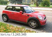 Купить «Автомобиль Mini Cooper (Мини-Купер)», эксклюзивное фото № 3243349, снято 8 октября 2011 г. (c) Алёшина Оксана / Фотобанк Лори