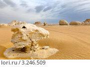 Пейзаж с останцами в Белой пустыне, Египет (2012 год). Стоковое фото, фотограф Николай Винокуров / Фотобанк Лори